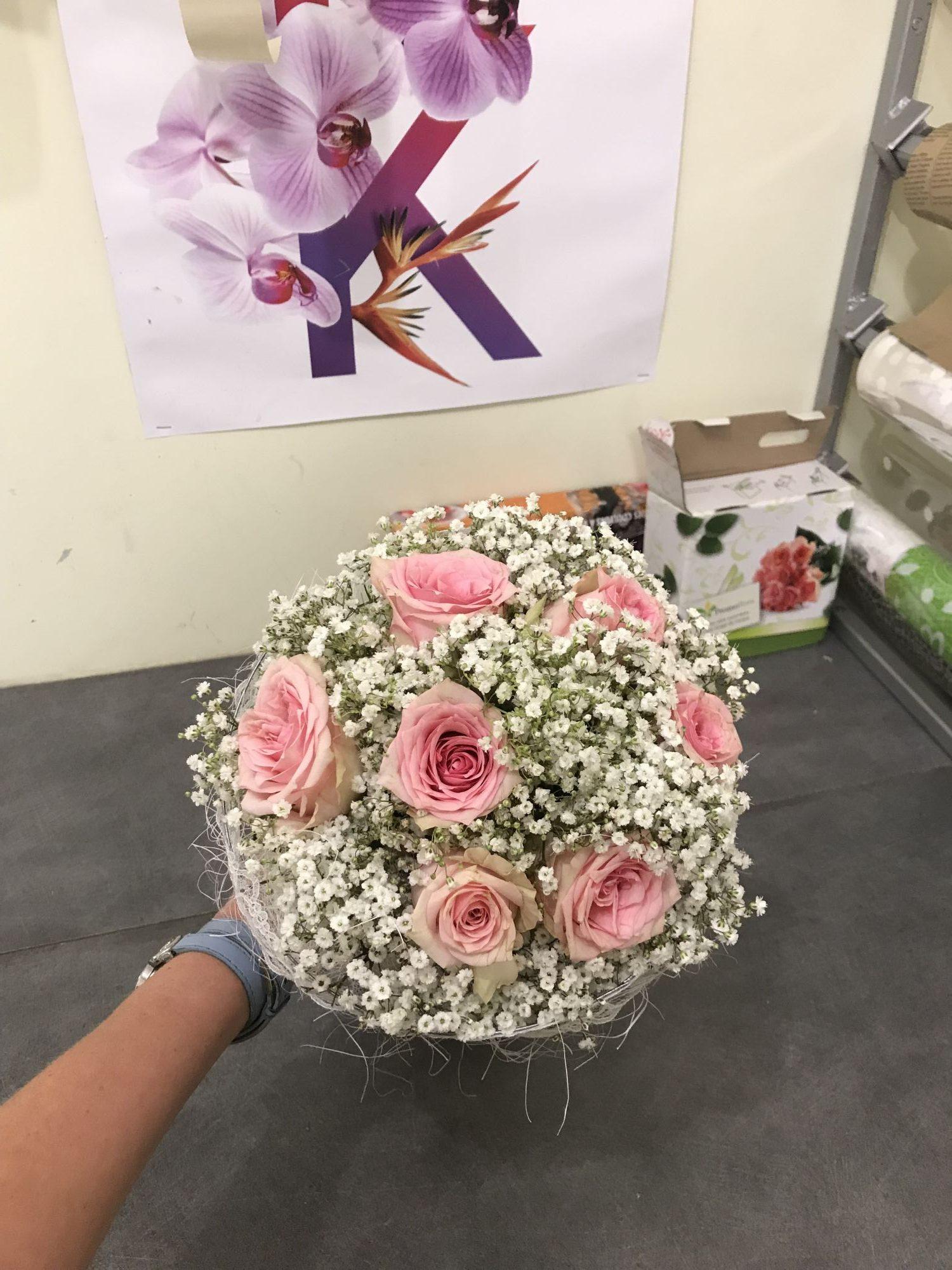bouquet-de-mariee-gypsophile-et-roses-champetre