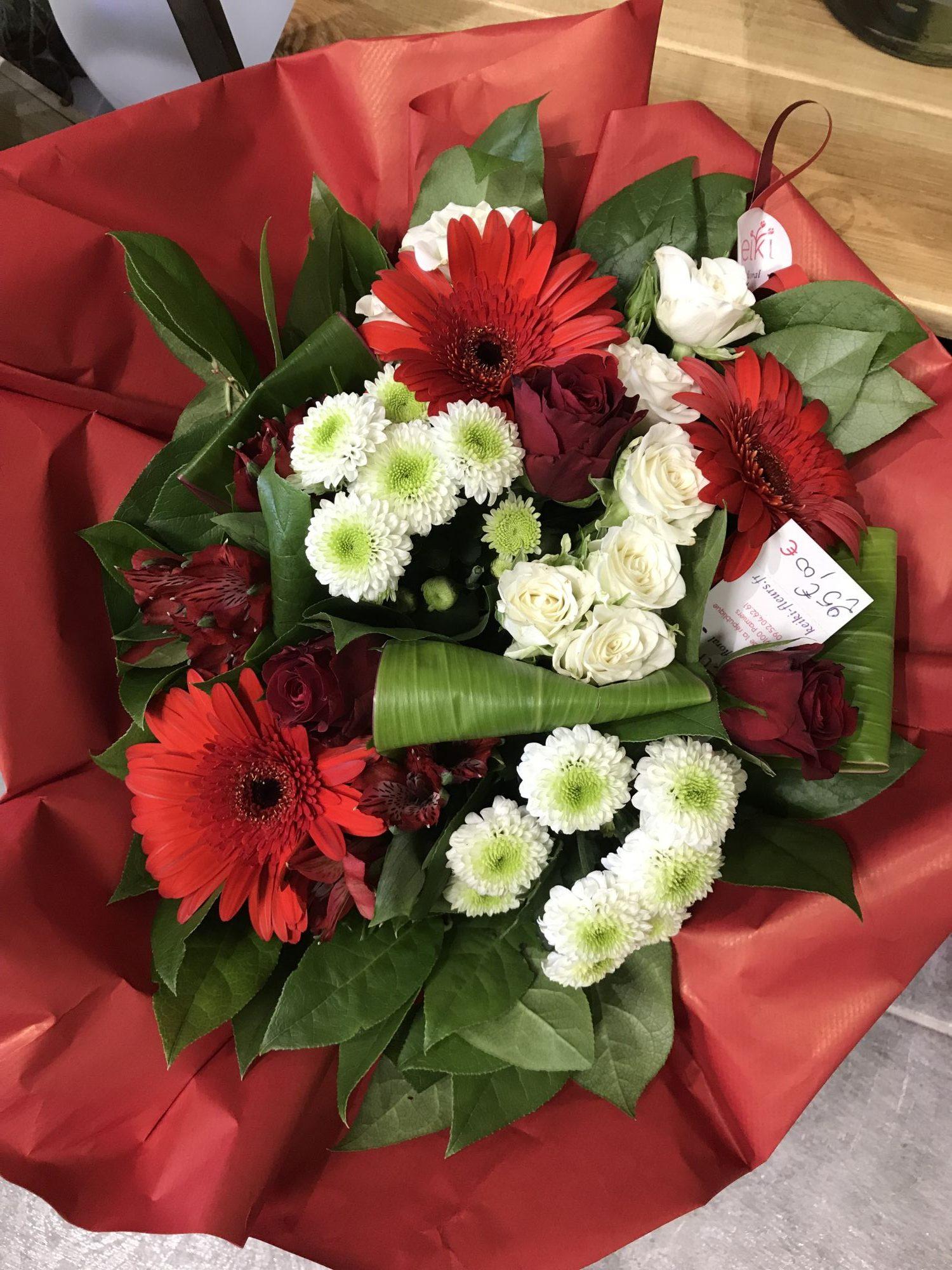 bouquet-rond-rouge-et-blanc