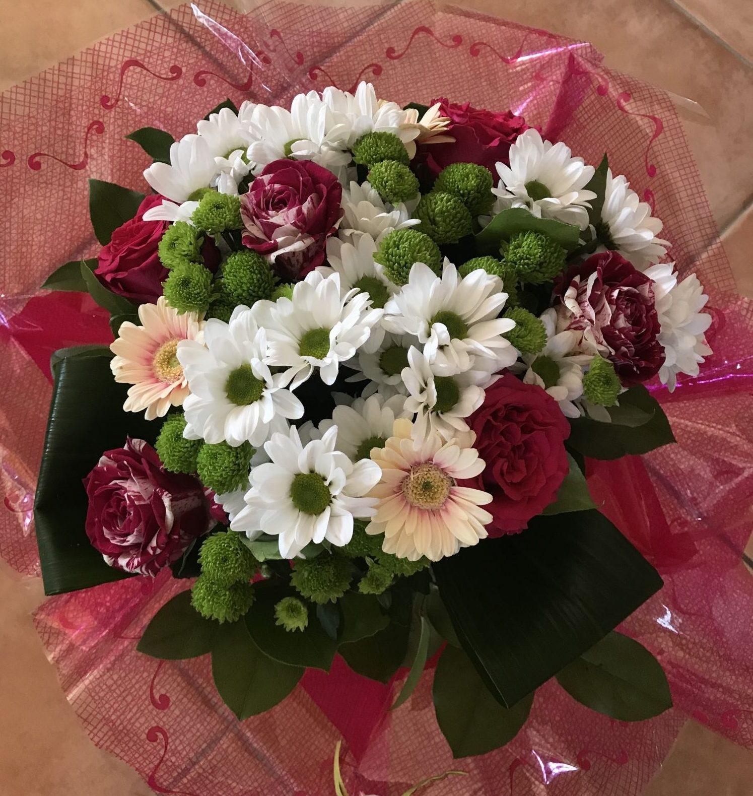 bouquet-rond-rouge-vert-blanc